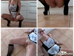Hausmädchen PISST und lässt sich ANPISSEN